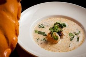 Язык в огне: где водится лучший азиатский суп Том Ям