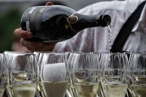 Всем шампанского в ресторане «Репин»
