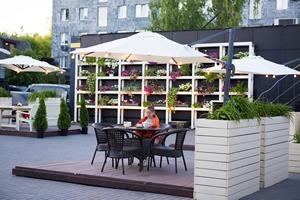 Ресторан SillyCat открыл уютную веранду