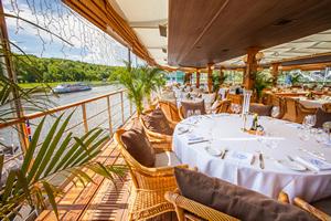 Веранда в ресторане-яхте «Ласточка»