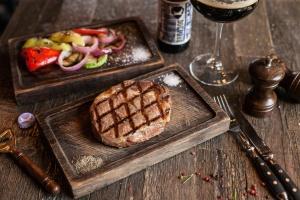 СтейкsBox и BurgerBox от Александра Грицай в ресторане «Хищник»