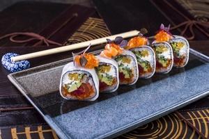 В сезонном предложении ресторана Yoko появилось три вида роллов, черная треска и бургер с тунцом