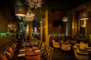 PLUM Restaurant & BarF