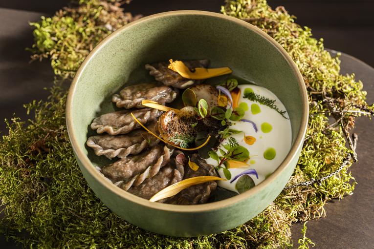 Вареники из черемуховой муки, белые грибы, кокосовая сметана