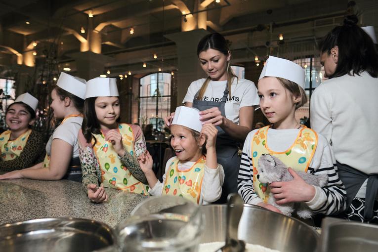 Детские мастер-классы в Uhvat: мини-пироги из русской печи
