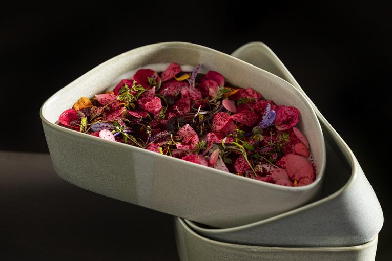 Рапан, крымский лук, грядка из цветов, заболонь