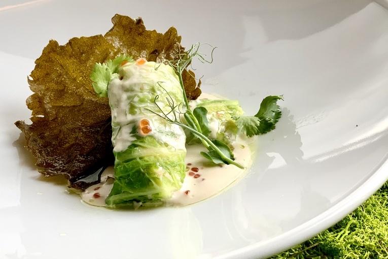 Крабовая долма с миндально - икорным соусом и хрустящим виноградным листом