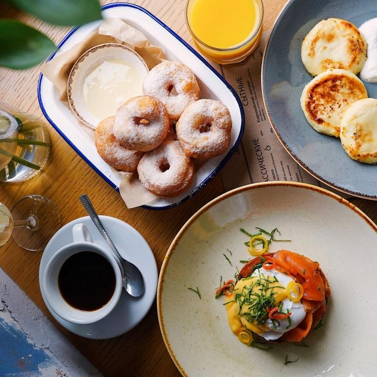 Завтраки в Brooms Bar