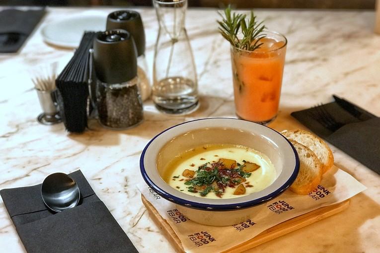Картофельный крем-суп с горгонзолой и трюфельным маслом