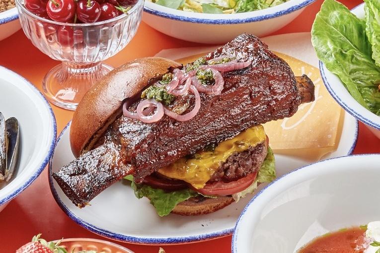 Бургер с ребром, ресторан Steak it Easy