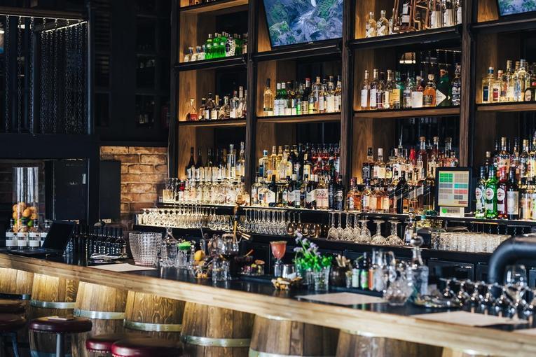 На Бутырском валу прямо напротив Белой площади открылся бар российских вин Russian Wine Bar&Shop