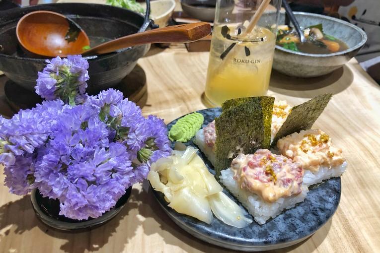 Суши оши с лососем и тунцом