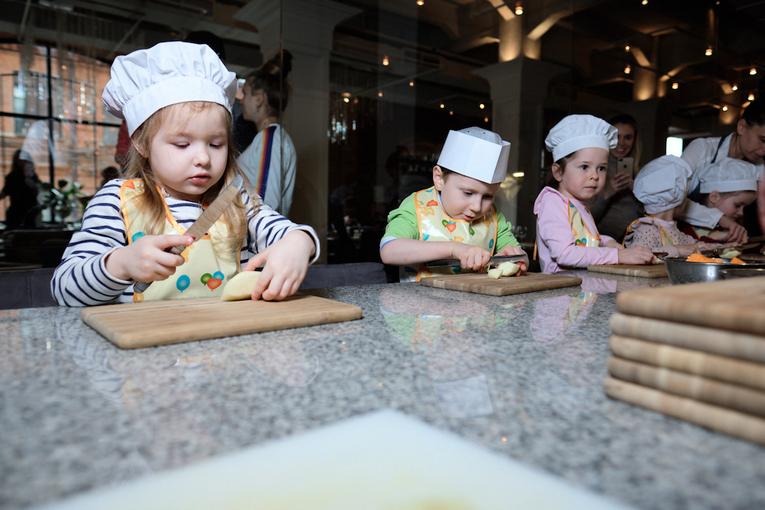 Семейные воскресенья в ресторане Uhvat на Трёхгорке