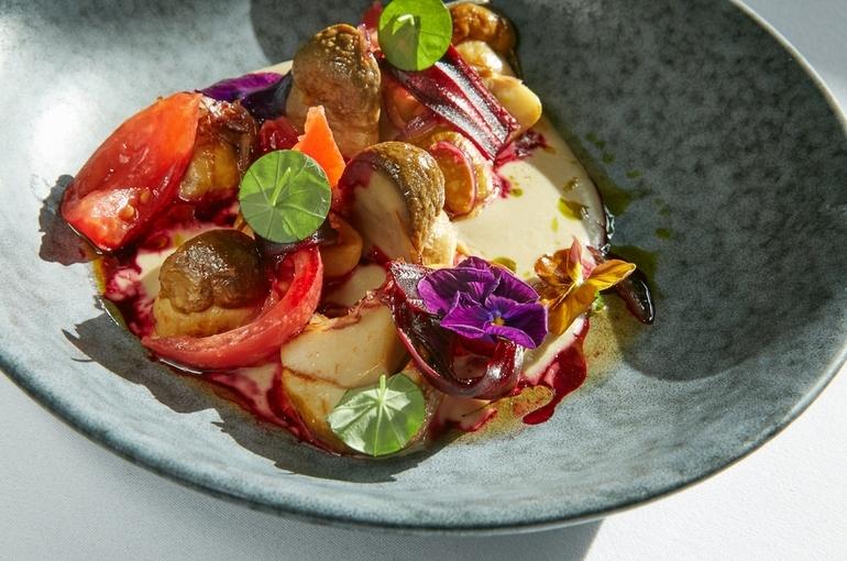 Белые грибы с томатами