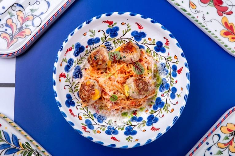 Спагетти с митболами из цыпленка в томатном соусе (480 р.)