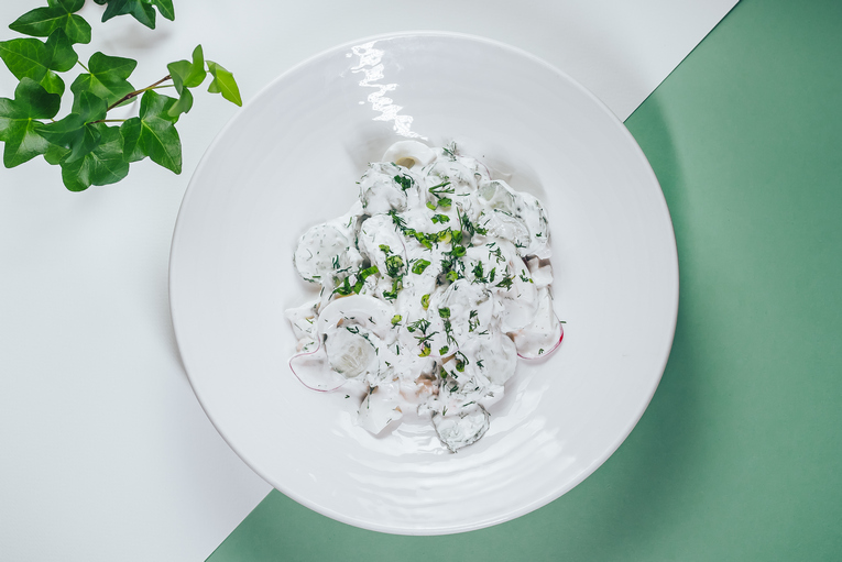Салат я огурцом яйцом и редисом