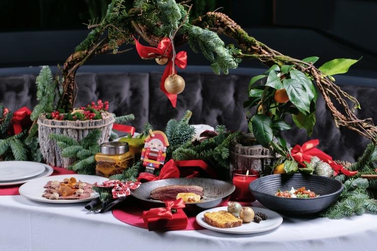 Сказочный рождественский сет в ресторане SAINT