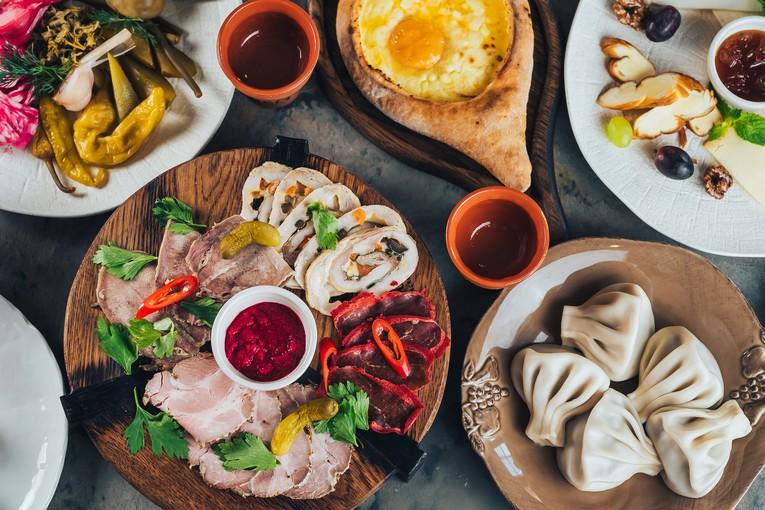 Хачапури по-аджарски, сырное ассорти, мясное ассорти, хинкали, долма с говядиной, ассорти мяса, ассорти маринованных овощей