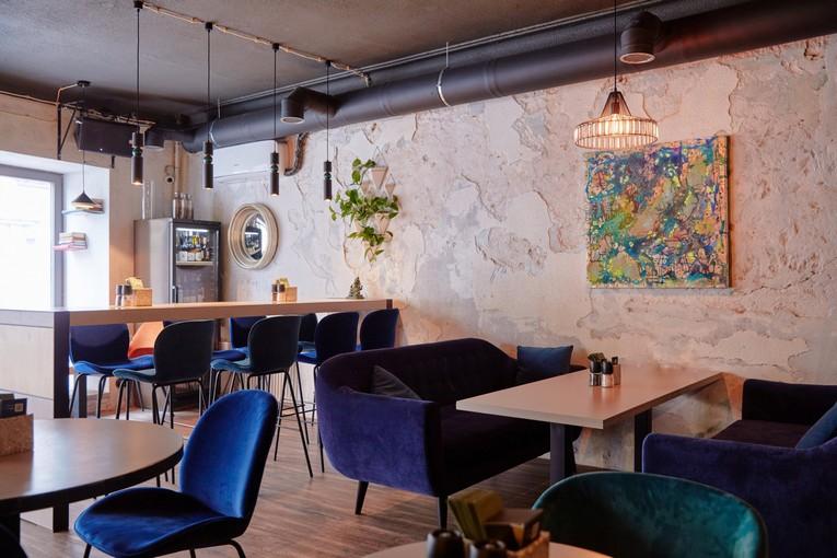 Винный бар «Винил и вино» переоткрылся на новом месте