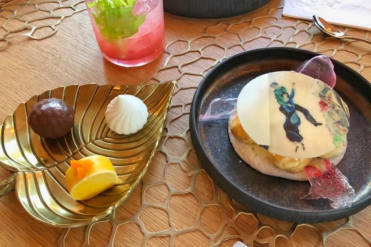 Белла над городом (с картиной Марка Шагала Над городом ) и Bio десерт из трех витаминных конфет без сахара и глютена