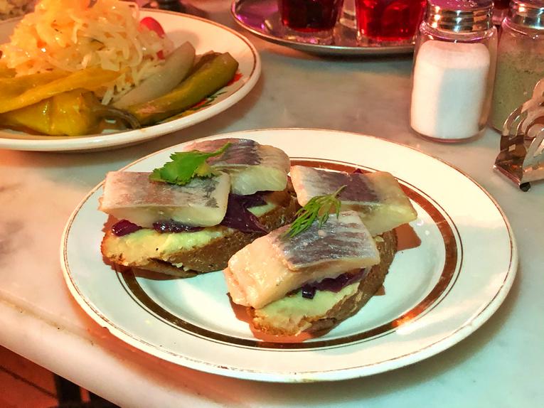 Селёдка с картошкой в алко-буфете Шашлычная
