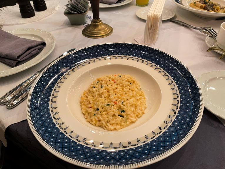 La Taverna: классика жанра от посуды до сервиса