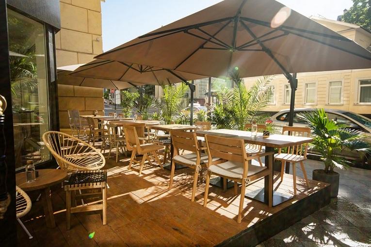 Летняя веранда ресторана tacobar