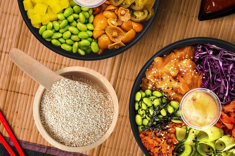 Foodband: пицца блю-чиз с конференц-грушей и манго, поке с морепродуктами, боулы для веганов с тофу и такуаном и другие новинки в удобном приложении с доставкой
