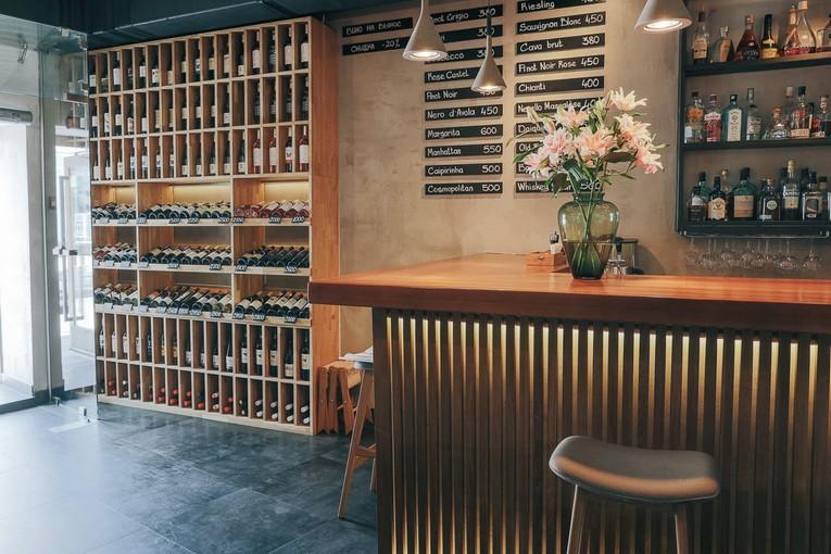 Винный бар Easy Brix на Пятницкой обновил интерьер и меню