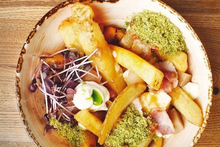 Квебекское национальное блюдо путин (poutine)