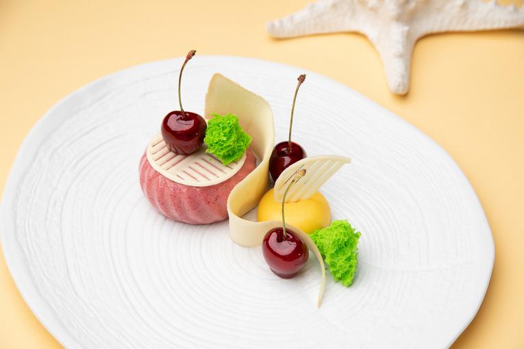 Новые десерты в летнем меню ресторана Peshi