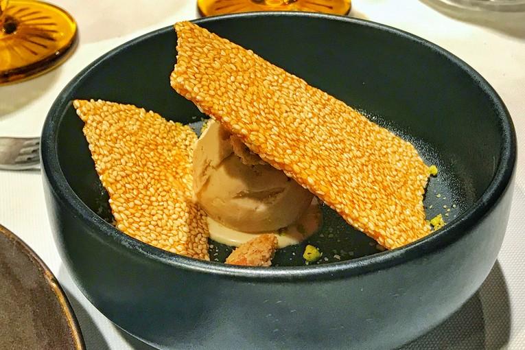 Кунжутные козинаки с мороженым из халвы