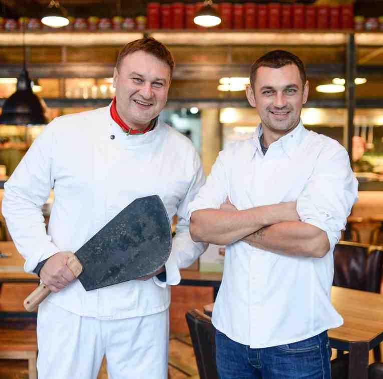 Ресторан Колбасный Цех. Андрей Куспиц слева на фото