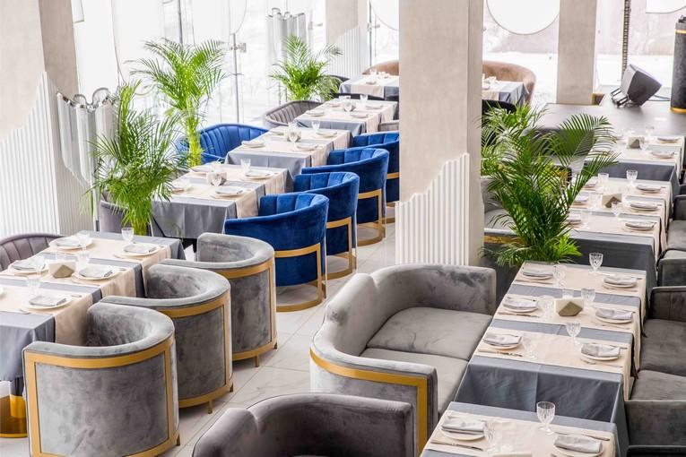 Ресторан OBLAKA гостеприимно открывает двери с обновленным дизайнерским и гастрономическим концептом.
