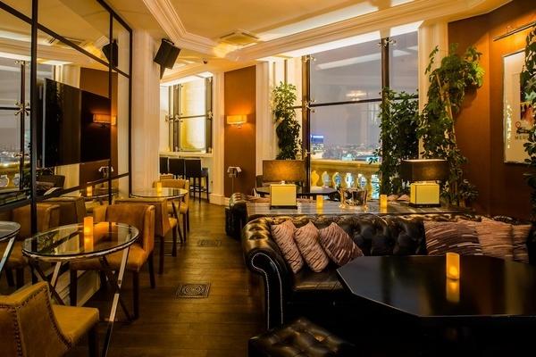 Mercedes bar_interior.jpg