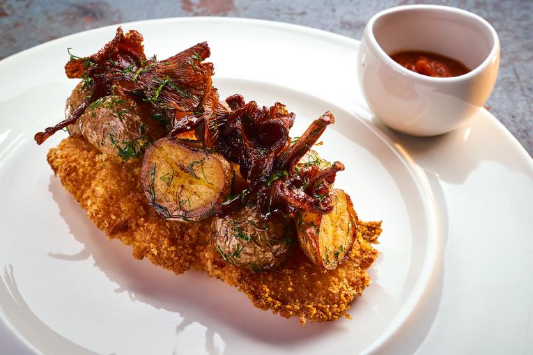 Ланчи и безлимитный десертный стол в Madison Restaurant & Club