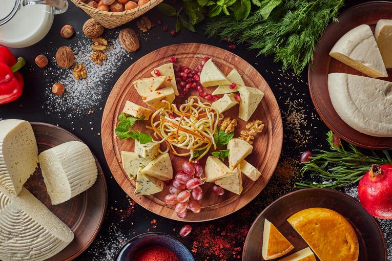 Сыры из собственной сыроварни, рестораны «Мама Гочи»