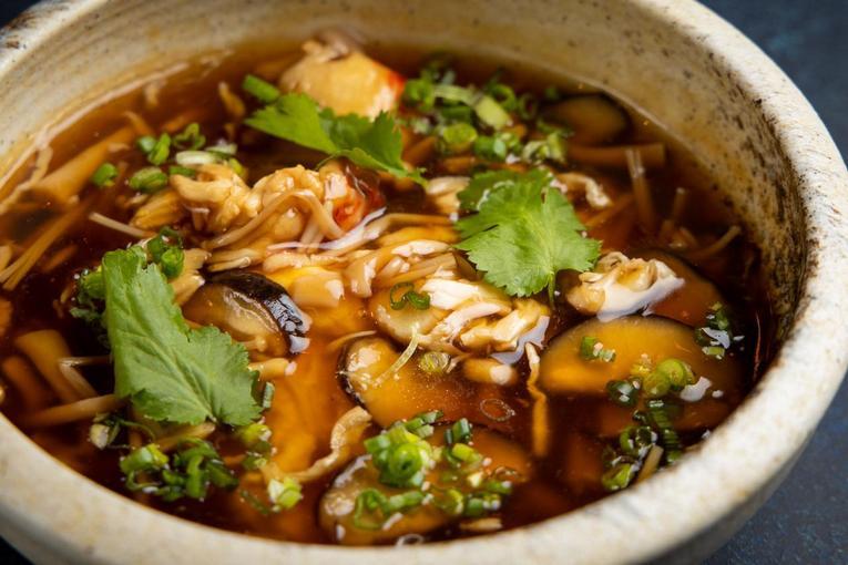 Японский суп с крабом и омлетом