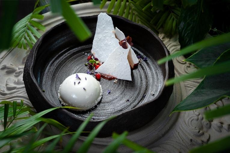 «Белый» десерт из козьего молока и кокоса