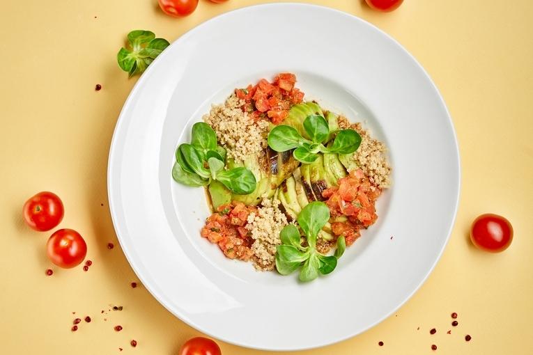 Авокадо гриль со сладкими томатами, 490р.